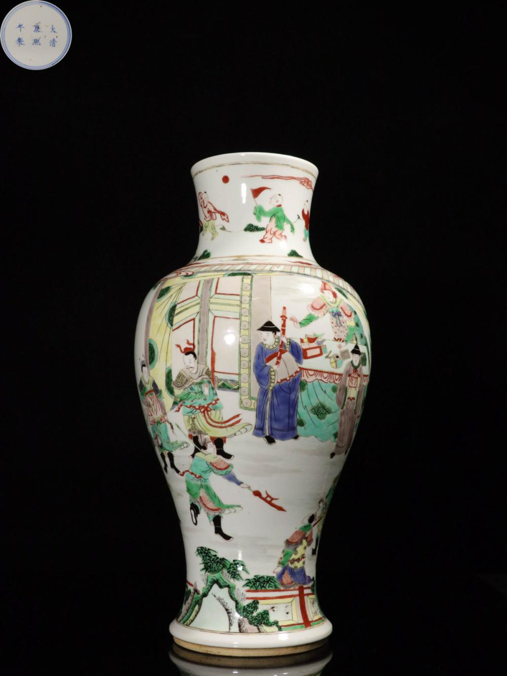A KANGXI MARK FAMILLE PORCELAIN VASE WITH STORY-TELLING PATTERN