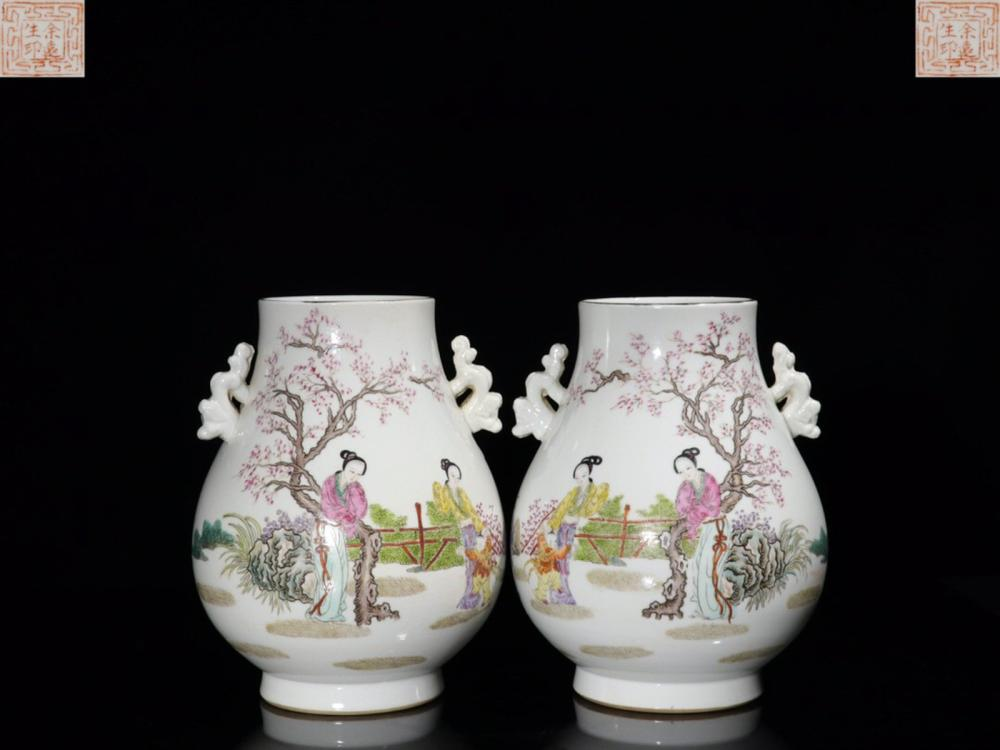 A PAIR OF FAMILLE ROSE PORCELAIN EAR VASES WITH POETRY&STORY TELLING
