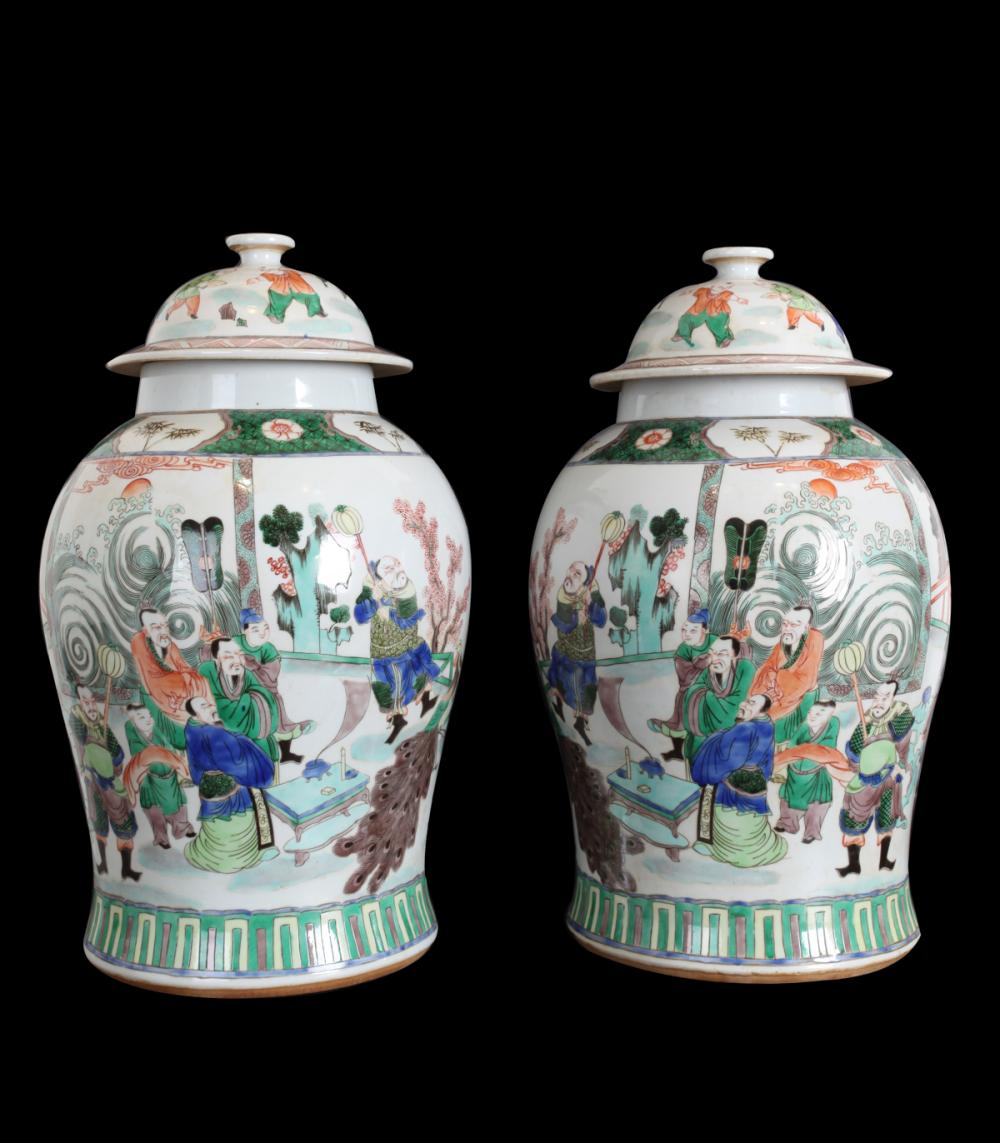A PAIR OF THREE-GLAZED VASES WITH COVER IN CHARACTERS DESIGN