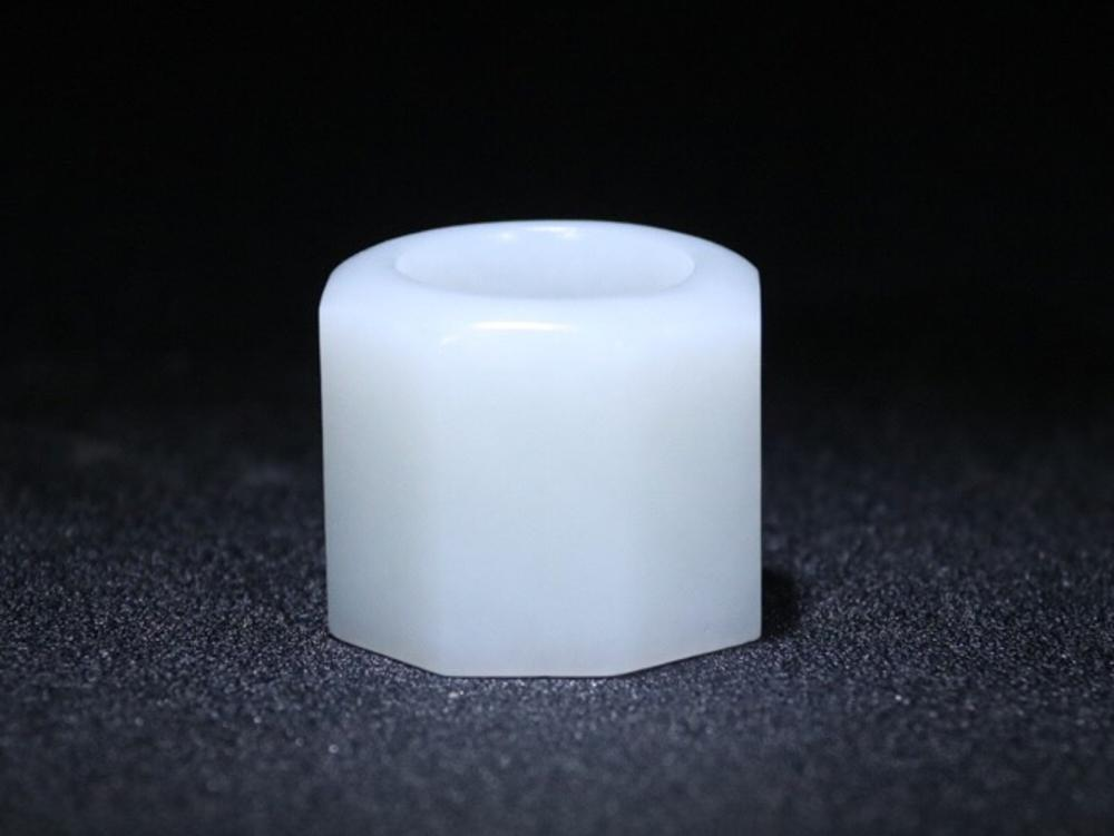 AN EIGHT-SIDE WHITE JADE THUMB RING