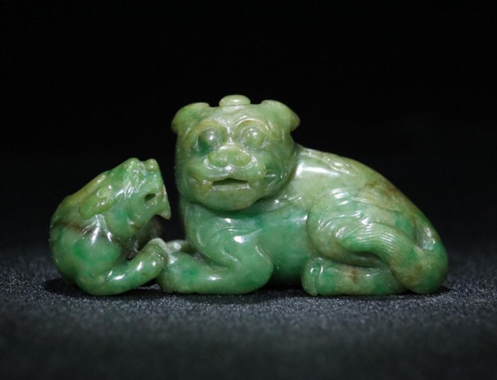 A JADEITE ORNAMENT OF BEASTS SHAPED
