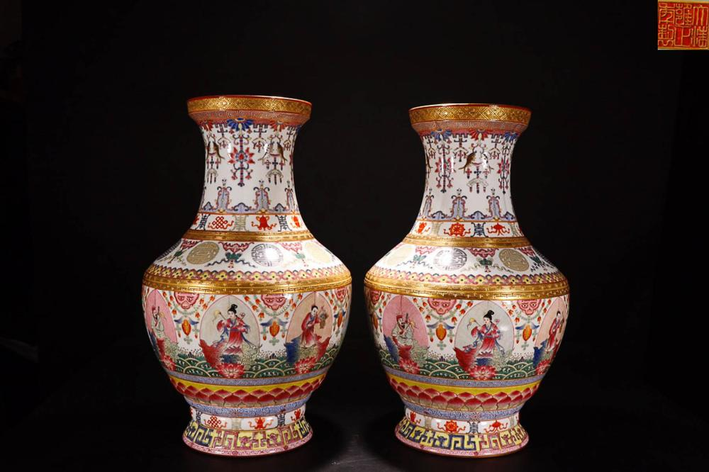 A PAIR OF  YONGZHENG MARK FAMILLE ROSE GOLDEN EDGE AUPICIUOS PAINTED VASES