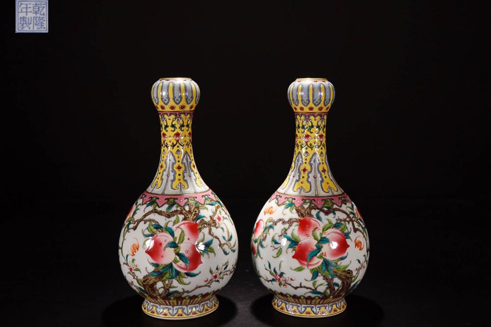 A PAIR OF A QIANLONG MARK FAMILLE ROSE AUPICIOUS PAINTED VASE