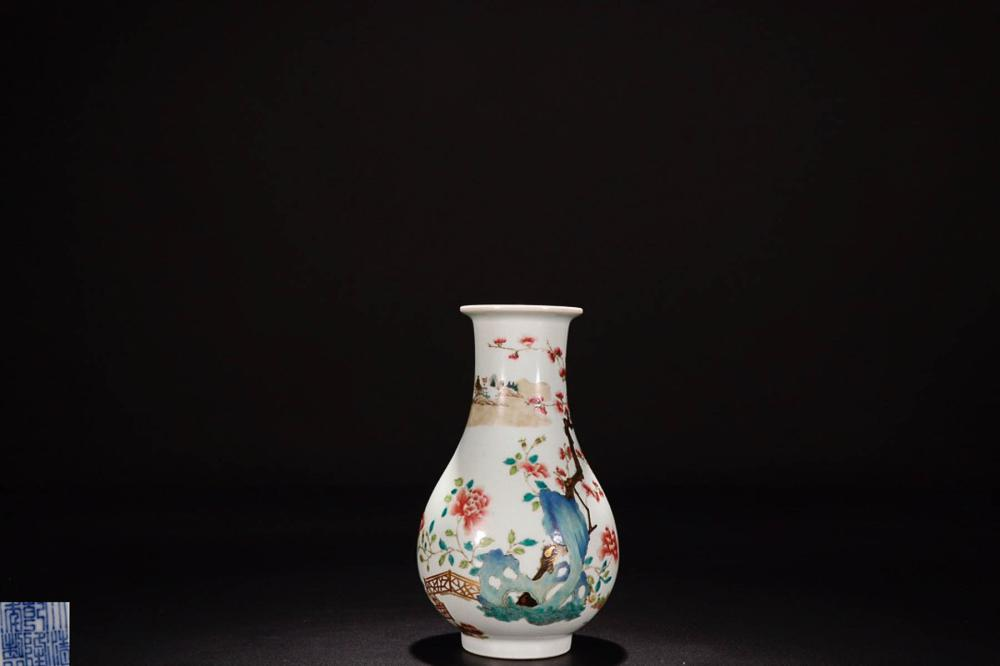 A QIANLONG MARK FAMILLE ROSE  FLOWER PAINTED VASE