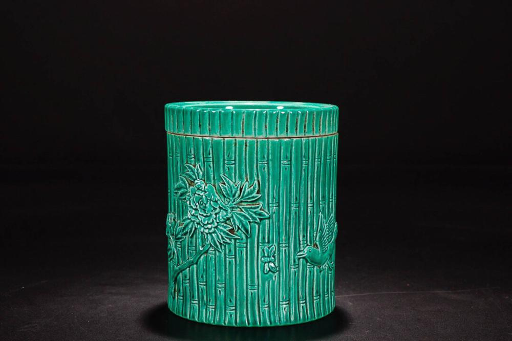 A GUANGXU MARKED  GREEN GLAZE TEA CANISTER