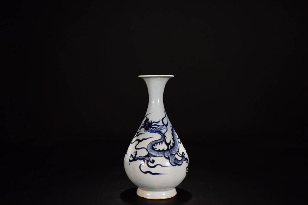 A XUANDE MARK BLUE&WHITE VASE