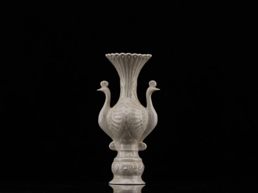 A PORCELAIN DOUBLE PEACOCK CRAVED VASE