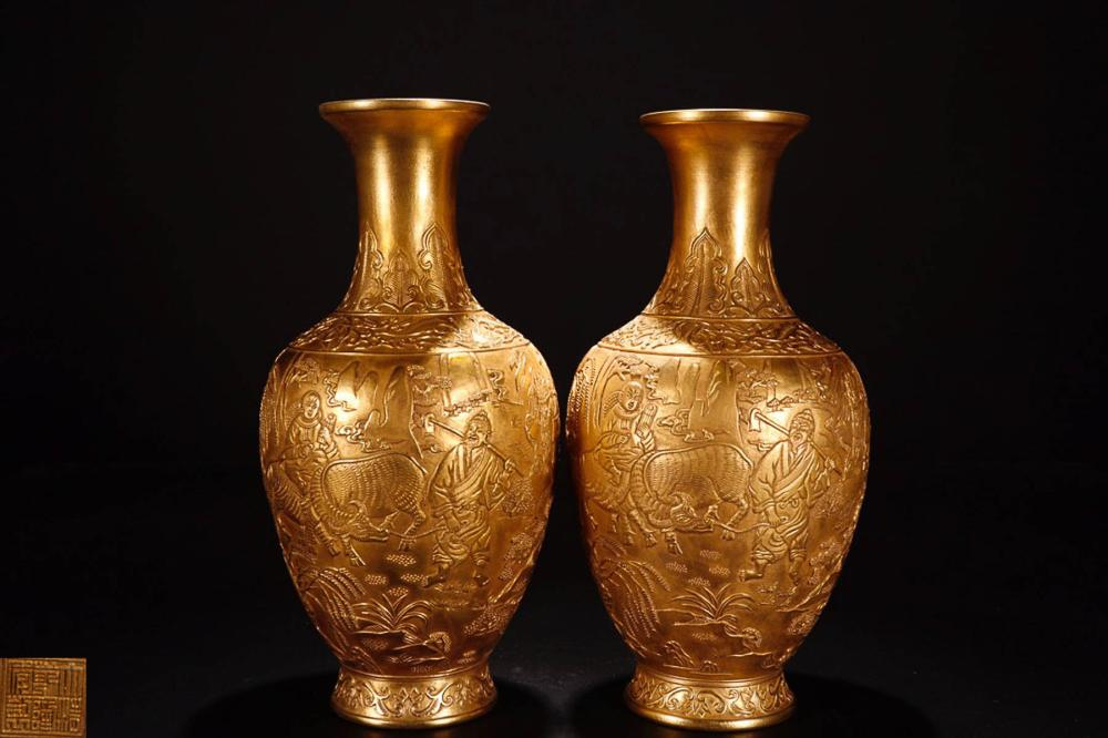 A PAIR OF GILT QIANLONG MARK VASE
