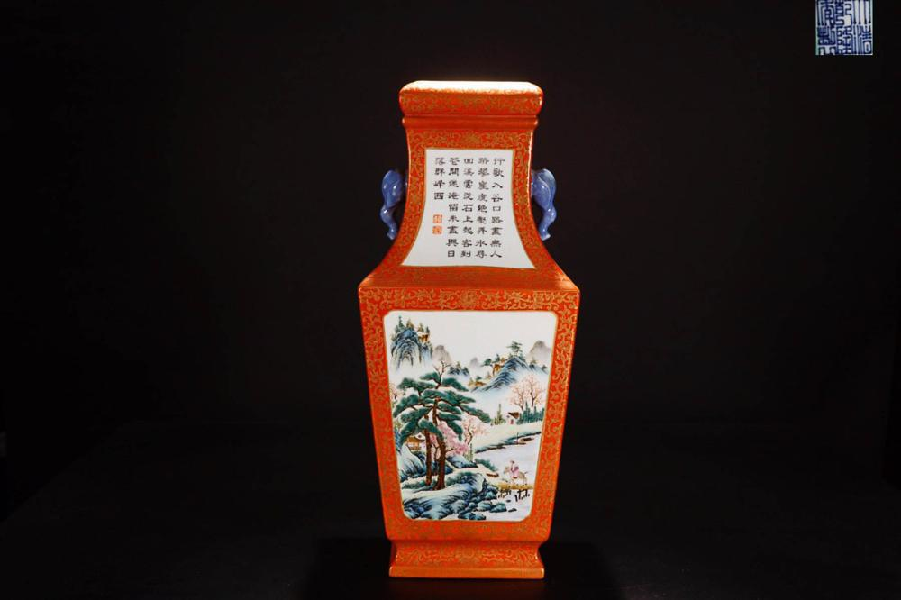 A QIANLONG MARK GOLDEN EDGE LANDSCAPE CARACTER CALLIGRAPHY PAINTED PORCELAIN SQUARE  VASE