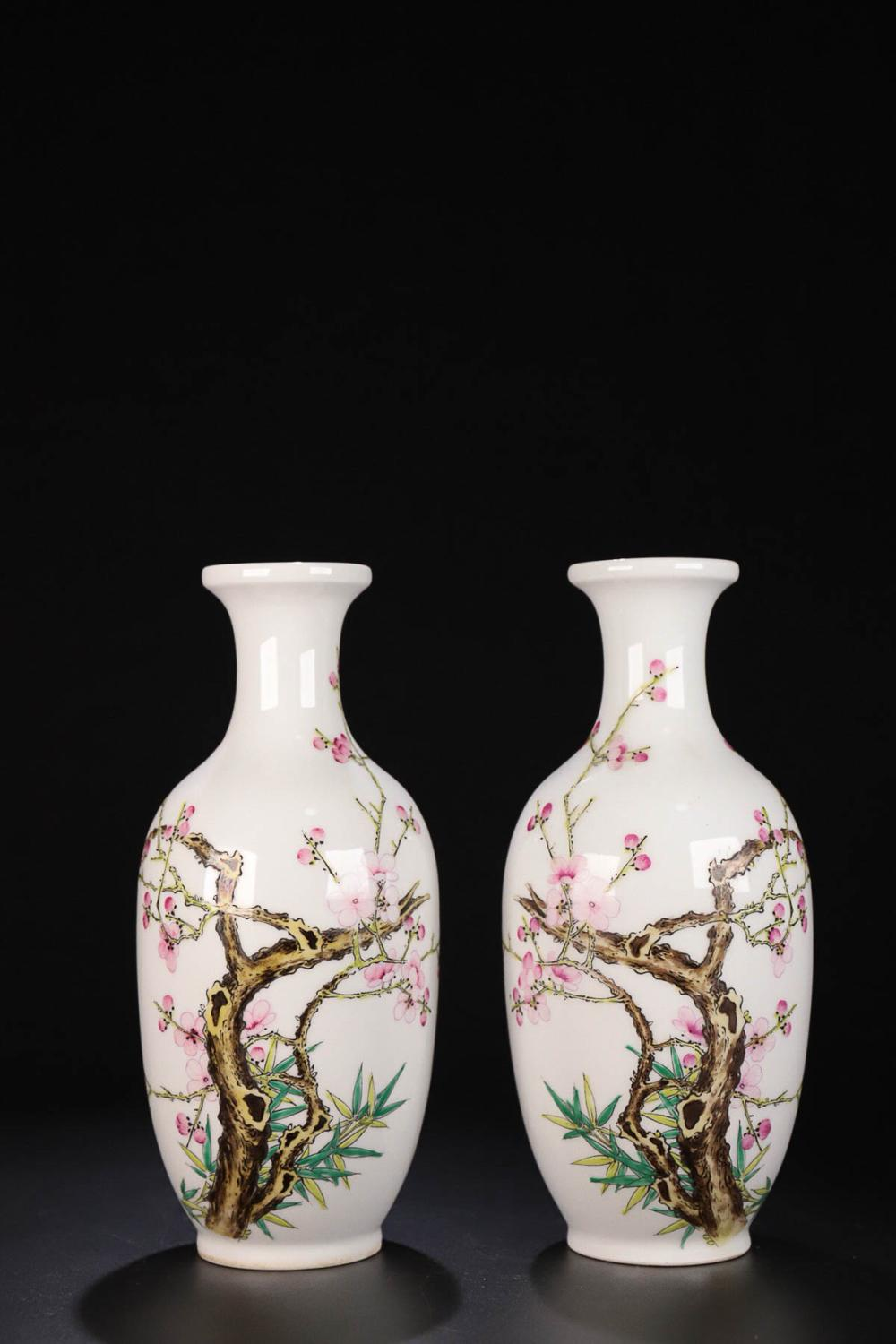 17-19TH CENTURY, A PAIR OF FLORAL&BIRD PATTERN FAMILLI ROSE VASES, QING DYNASTY
