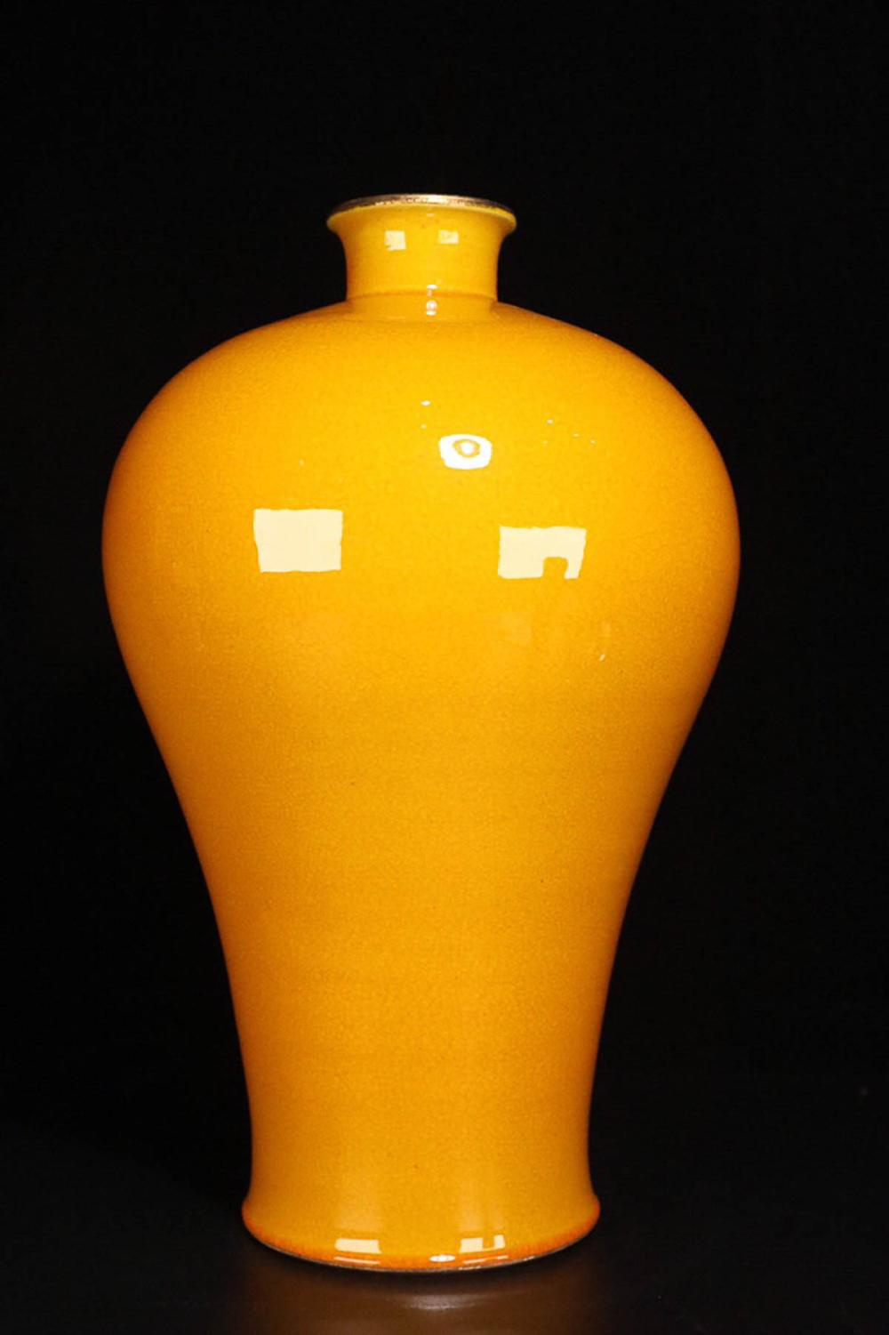 17-19TH CENTURY, A YELLOW GLAZE PLUM VASE, QING DYNASTY