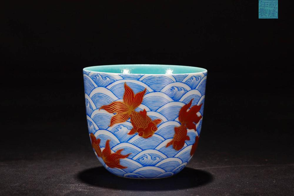 A QIANLONG MARK BW FISH PAINTED CUP