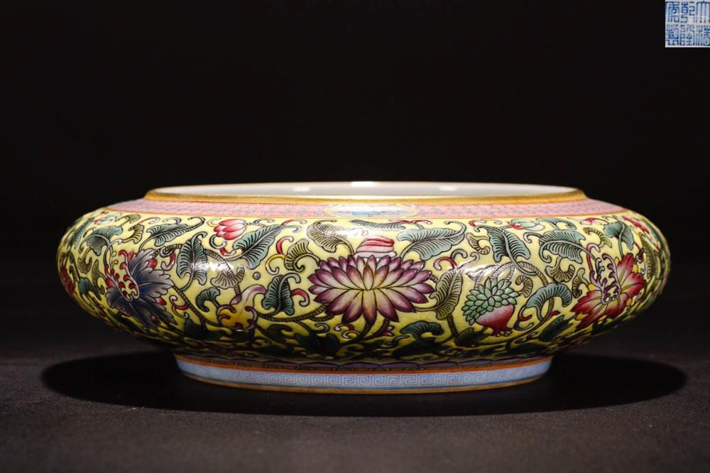 A QIANLONG MARK FAMILLE ROSE   DRAGON PATTERN PAINTED PEN WASHER
