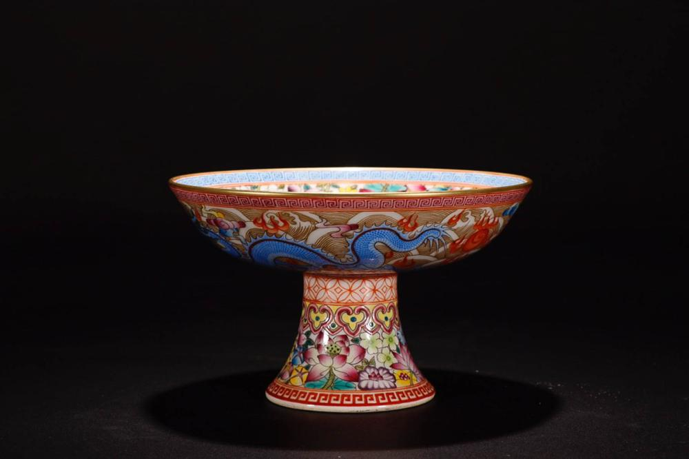A QIANLONG MARK FAMILLE ROSE PLATE