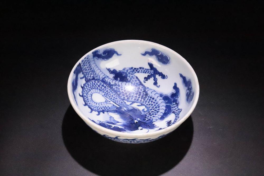 17-19TH CENTURY, A DRAGON PATTERN PORCELAIN BOWL, QING DYNASTY
