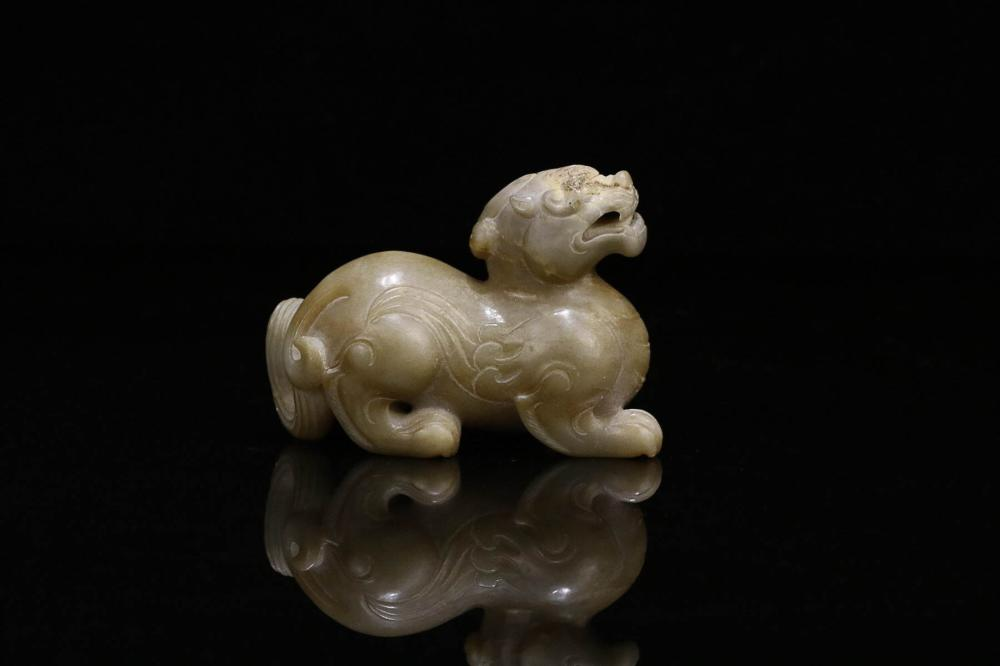 A OLD JADE BEST CARVED ORNAMENT