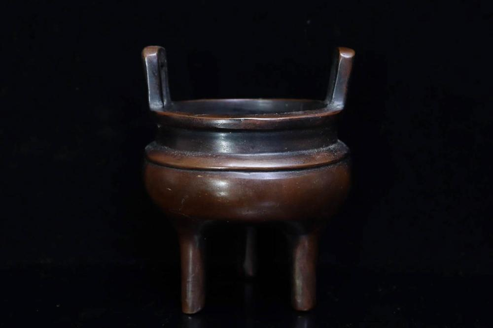 17-19TH CENTURY, A TRIPOD BRONZE CENSER, QING DYNASTY