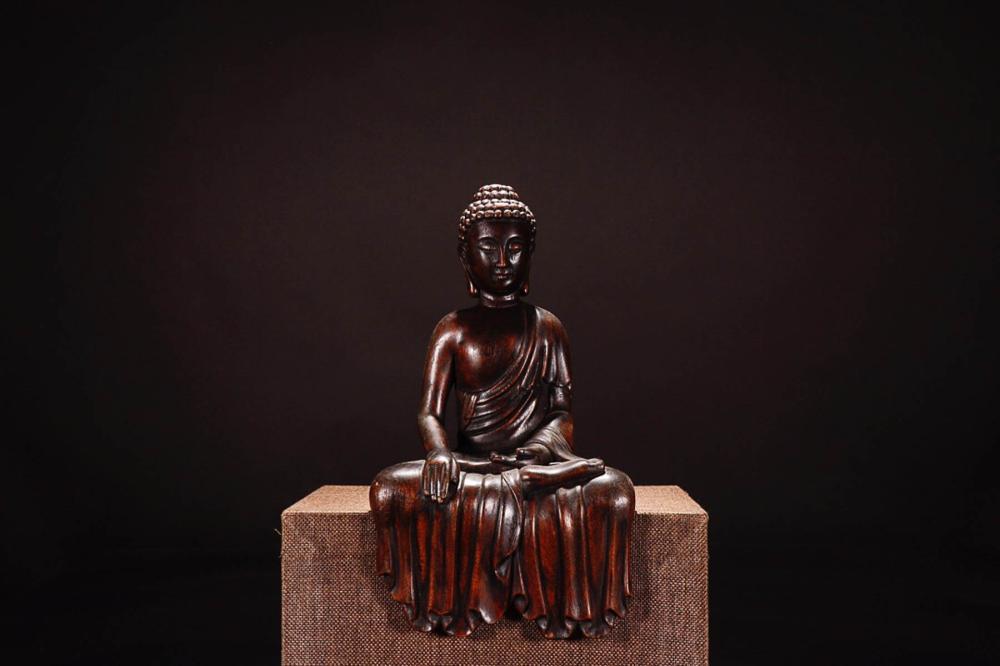 A CHENXIANG WOOD BUDDHA STATUE