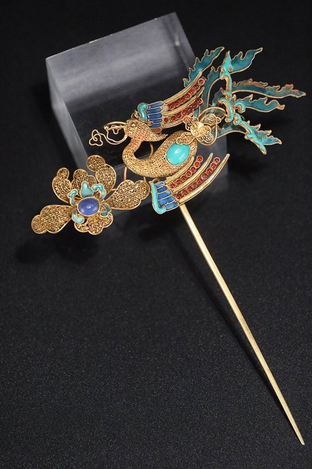 A PHOENIX DESIGN GOLD HAIRPIN
