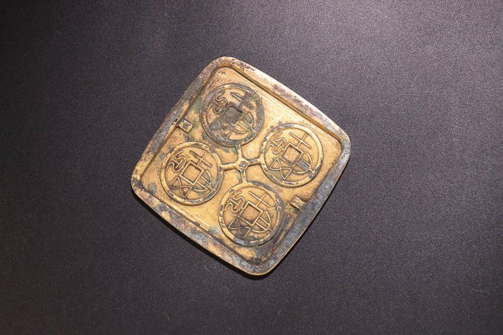 A SET OF GILT BRONZE COIN MOULD