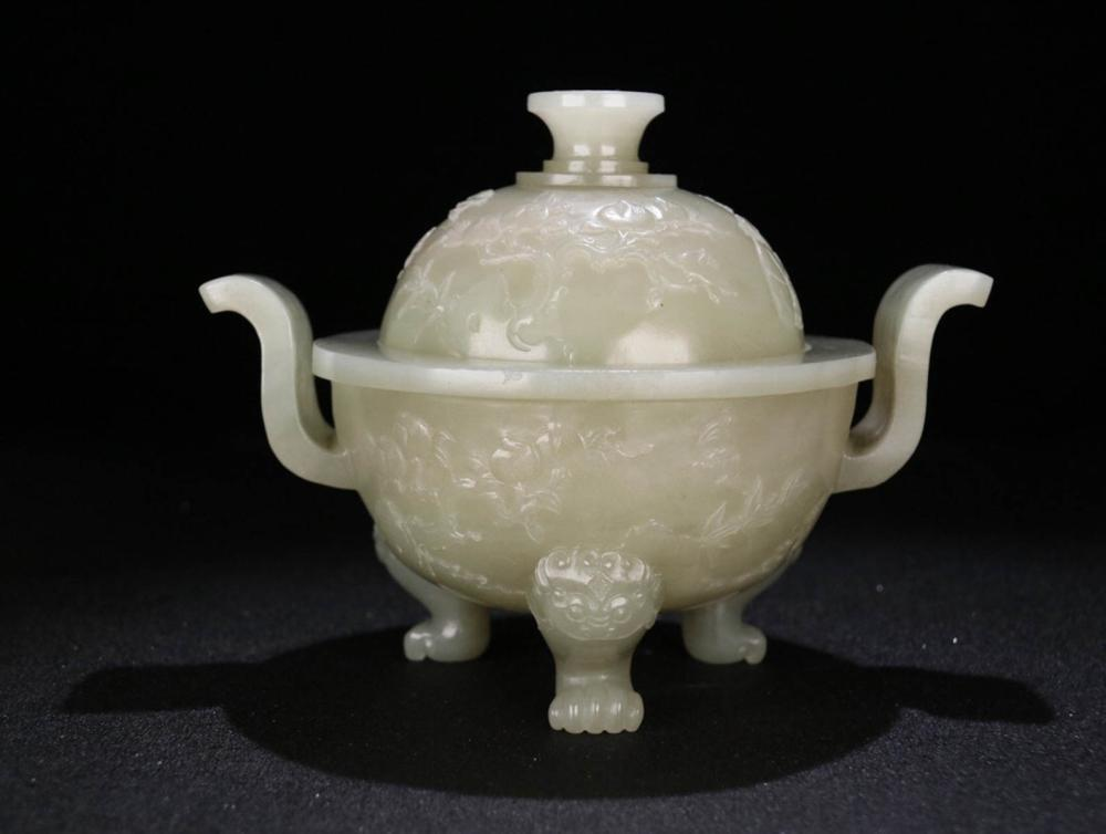 A HETIAN JADE CENSER WITH  BEAST FOOT