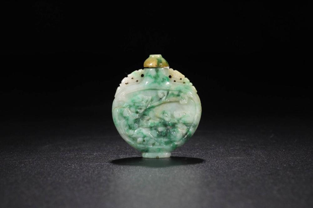 A JADEITE PHOENIX  CARVED SNUFF BOTTLE