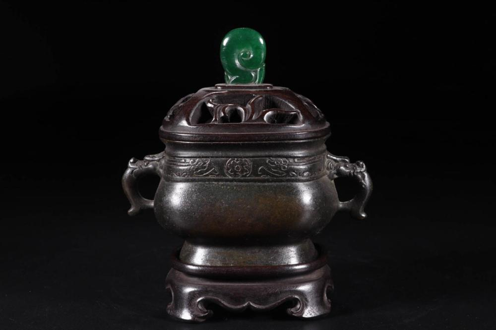 "A"" YU TANG CHING WUAN"" MARK  BRONZE DOUBLE EAR CENSER"