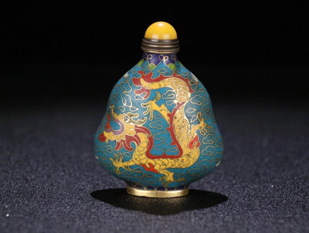 A CLOISONNE DRAGON PAINTED SNUFF BOTTLE