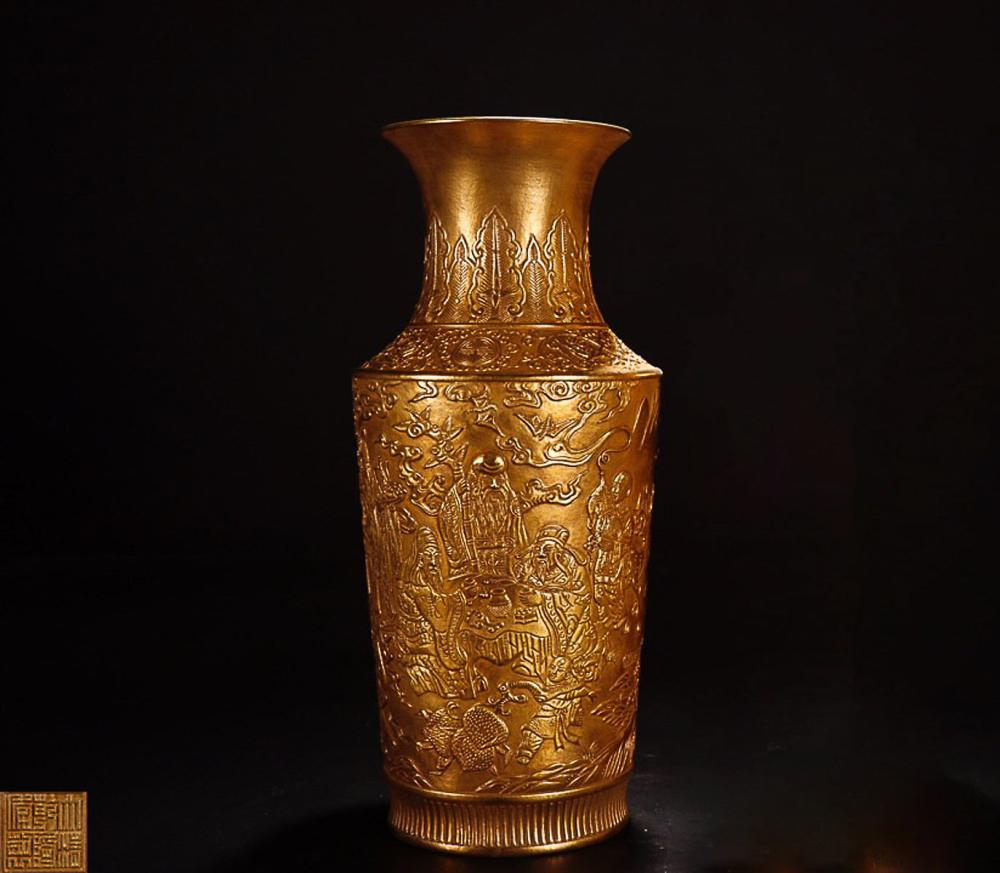 A QIANLONG MARK GILT PORCELAIN VASE