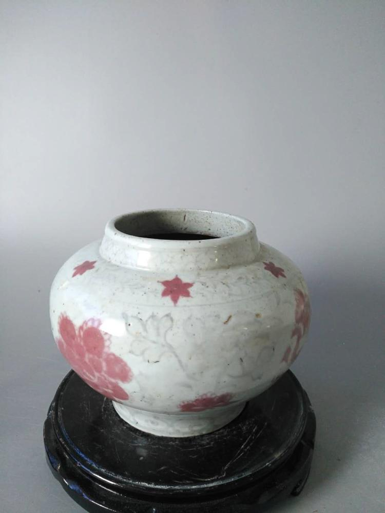 A BLUE AND WHITE UNDERGLAZED-RED FLORAL PATTERN JAR, LATE YUAN EARLY MING DYNASTY