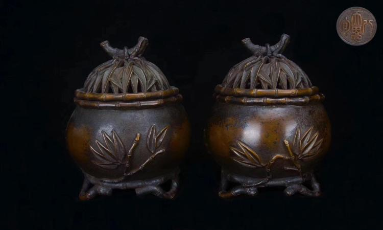 A PAIR OF MING DYNASTY CENSER