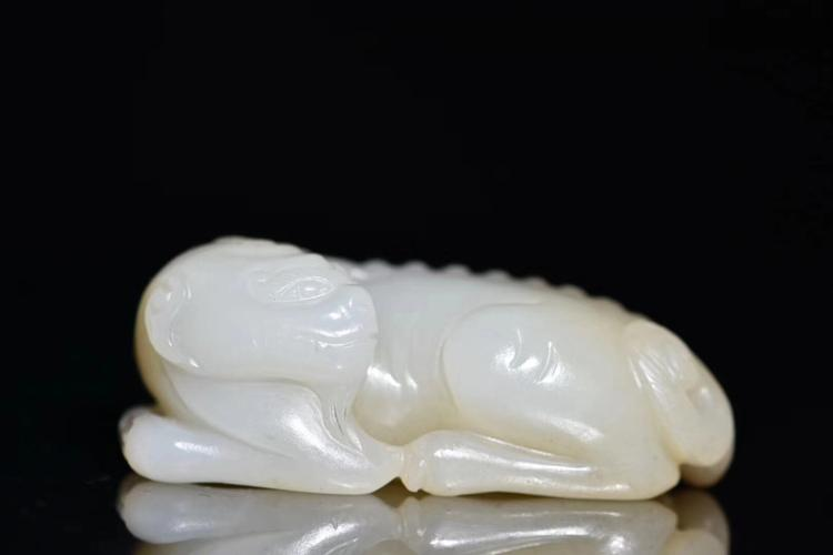 A HEYIAN JADE SEED MATERIAL ANIMAL SHAPE HAND PIECES LATE QING DYNASTY