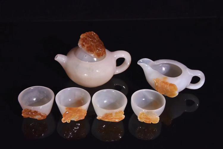 A SET OF NATURAL AFATE TEA SET