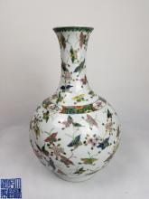 DAQING QIANLONG NIANZHI MARK BOTTLE VASE