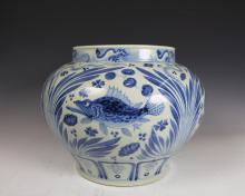BLUE&WHITE FISH PATTERN JAR