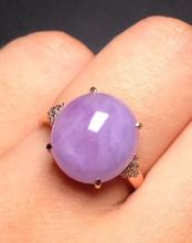 EGG-SHAPED MAUVEJADEITE RING