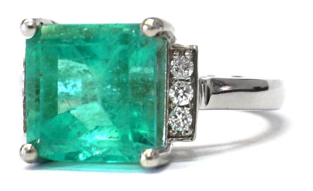 Emerald 4.92 carats