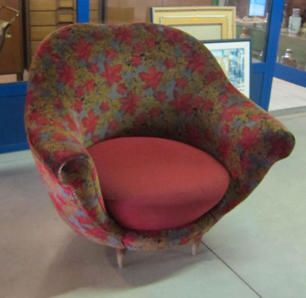 Lot 58: Vintage Italian tub chair