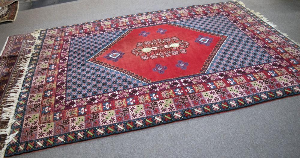 Lot 101: Oriental rug