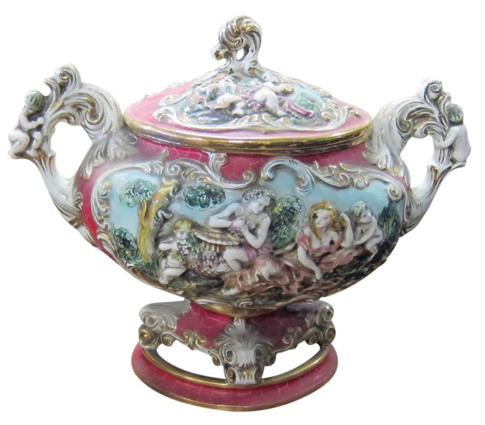 Lot 154: Capodimonte ceramic tureen
