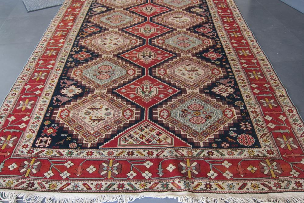 Oriental Karachi rug