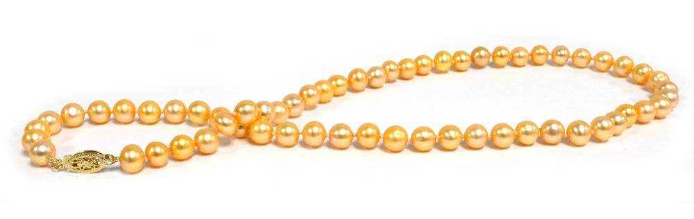 Lady's pearl necklace