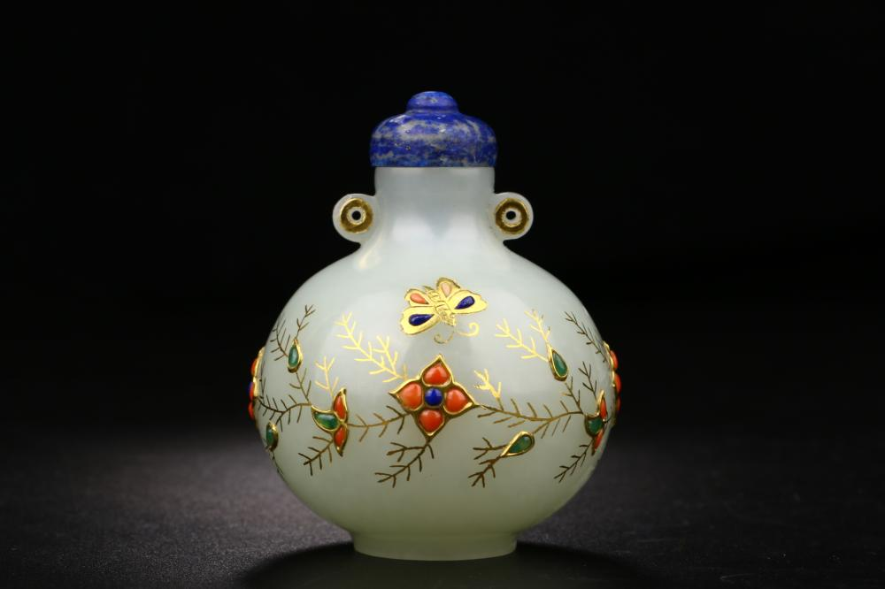 GILT JADE CARVING OF SNUFF BOTTLE & STONE-INLAID