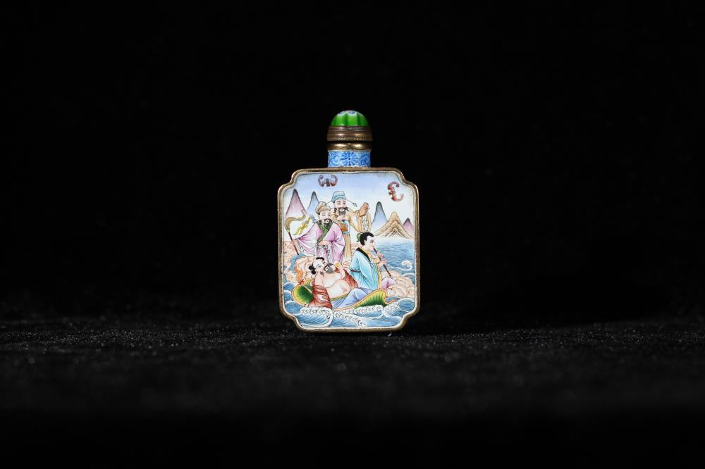 CLOISONNE SNUFF BOTTLE WITH IMMORTAL MOTIF