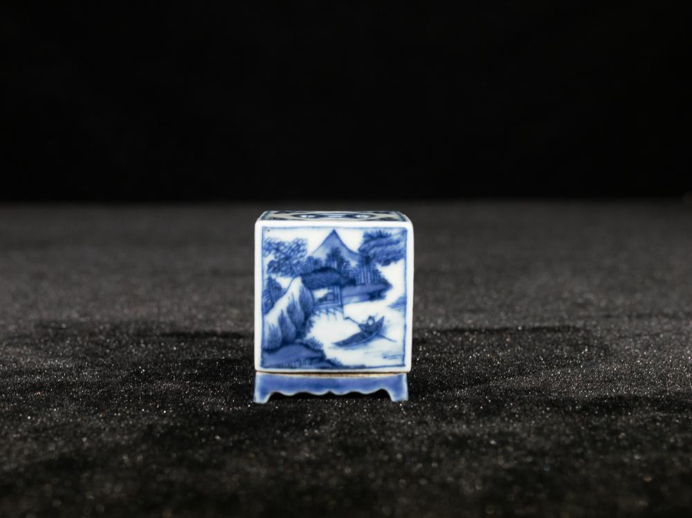 BLUE AND WHITE LANDSCAPE PORCELAIN INCENSE HOLDER