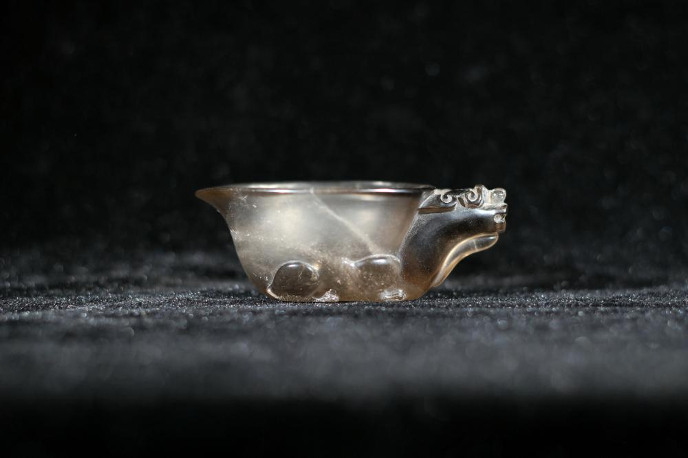 TEA COLOR CRYSTAL CARVING OF A SCHOLAR OBJECT