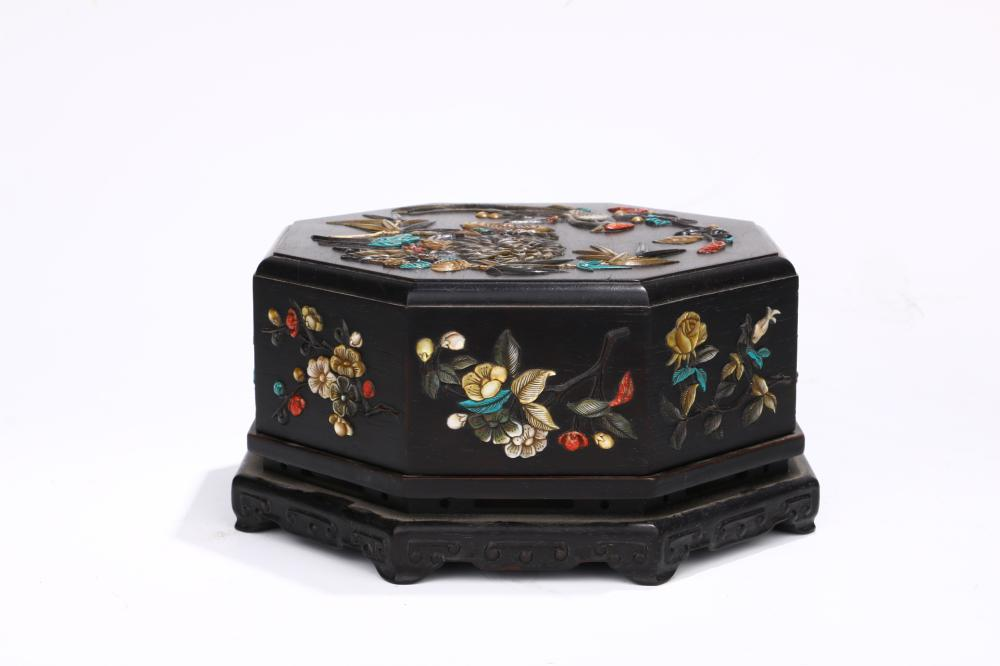 ROSEWOOD CARVED OCTAGONAL BOX WITH GEM-INLAID