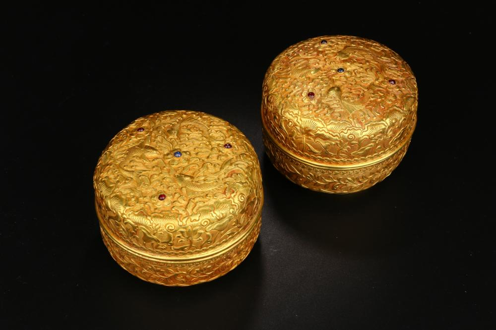 PAIR OF PURE GOLD CARVED  FOLIAGE LIDDED BOXES