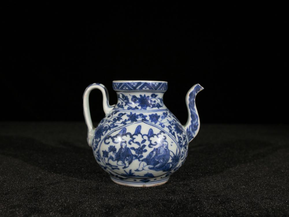JIAQING BLUE AND WHITE OPENFACE PORCELAIN TEAPOT