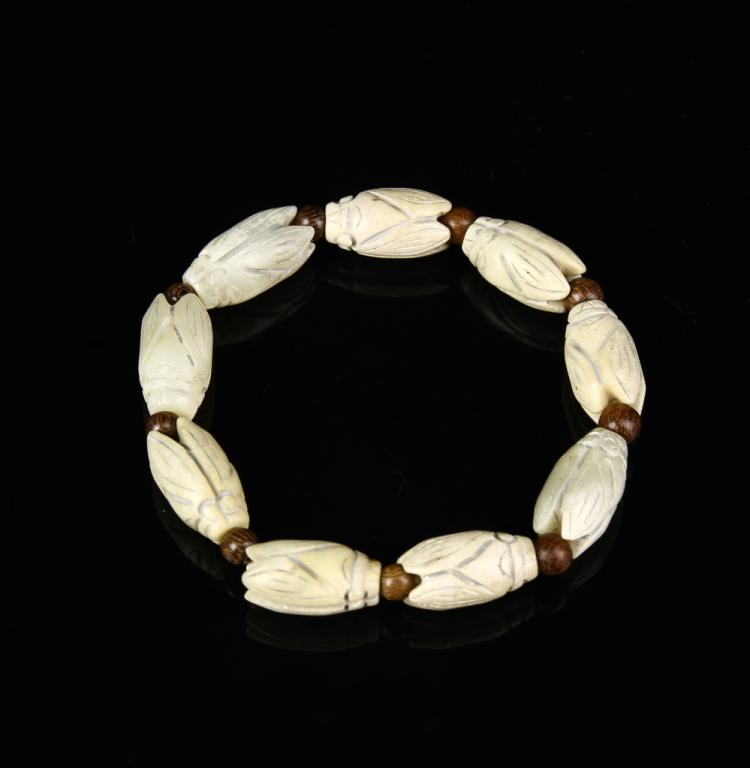 Chinese Antique Carved Bracelet